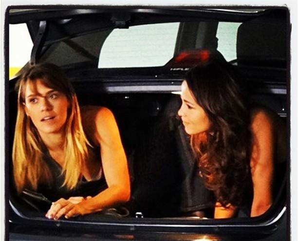 """Em sua rede social, Carolina Dieckmann posta foto das gravações de """"Salve Jorge"""""""