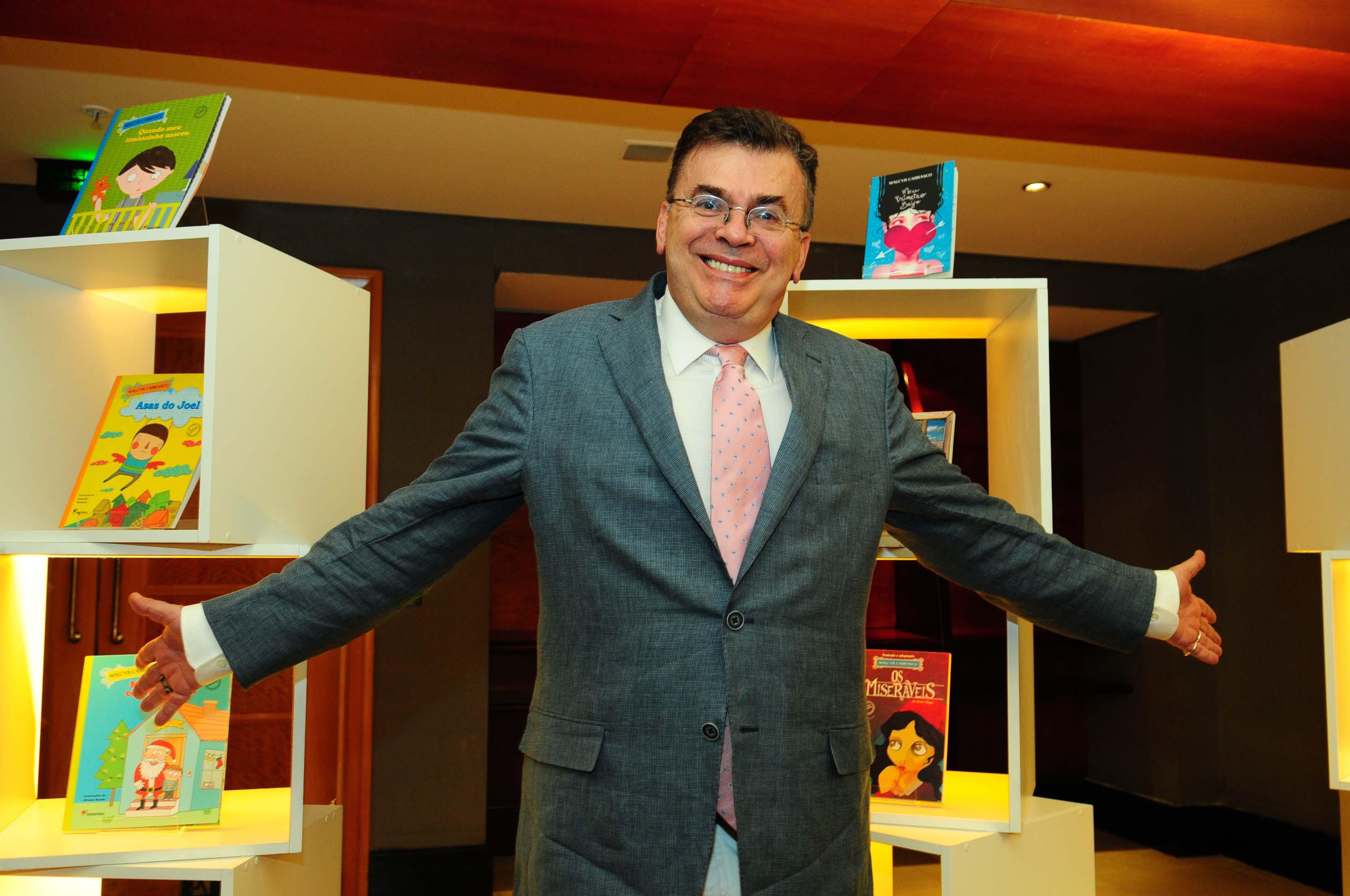"""Walcyr Carrasco: para o autor, ida pro horário das 21h não é uma """"promoção"""""""