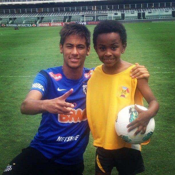 Neymar posa ao lado de Jean Paulo, o Cirilo