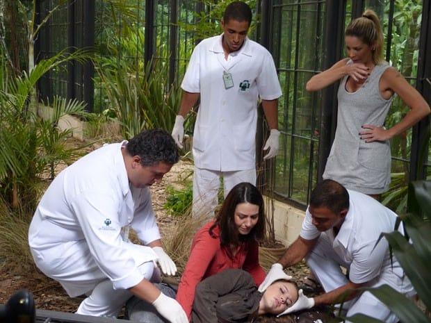 """Em """"Malhação"""", Lia quase apaga e deixa Raquel desesperada"""