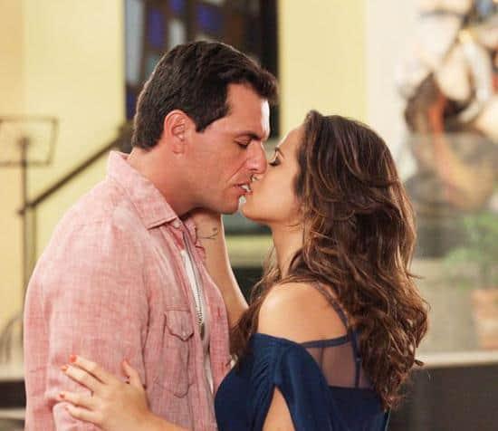 Theo e Morena se reencontram
