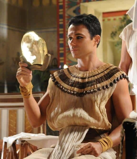 """Angelo Paes Leme em cena de """"José do Egito"""""""