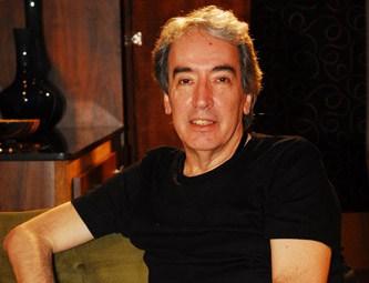 O autor Alcides Nogueira