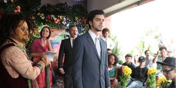 Bruno esquece as alianças e pais de Fatinha abandonam a festa