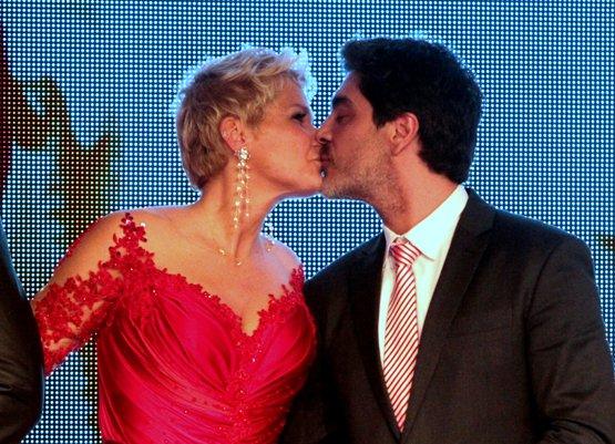 Xuxa e Junno estão apaixonados