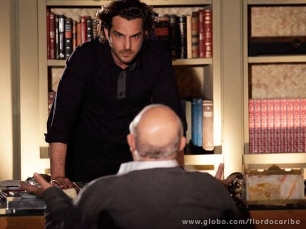 Alberto desabafa com avô e implora para ele não fazer nada contra Ester