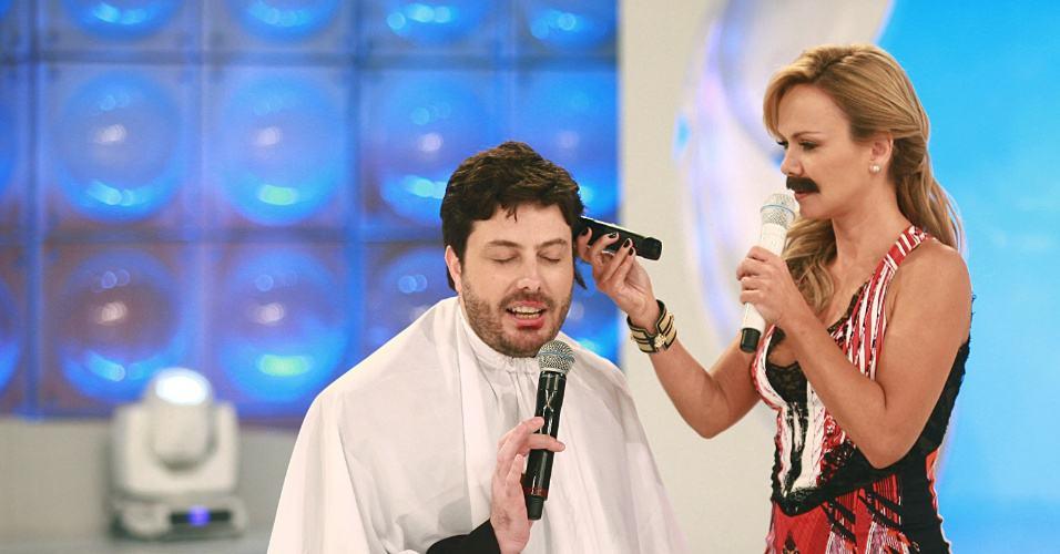 Eliana detona o cabelo de Danilo Gentili