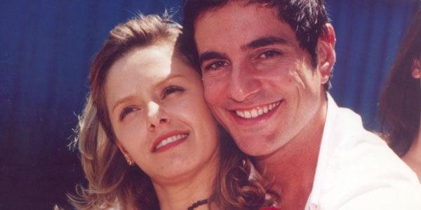 """Bianca Rinaldi e Rodrigo Veronese, como Júlia e Alberto, em """"Pequena Travessa"""" (2002)."""