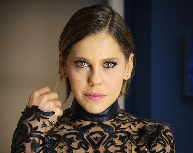 Bárbara Paz esconde cicatrizes com maquiagem