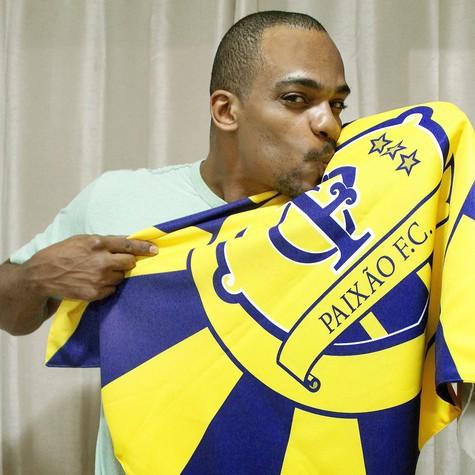 Rocco e bandeira do Paixão F.C.