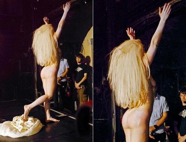Lady Gaga totalmente nua no palco