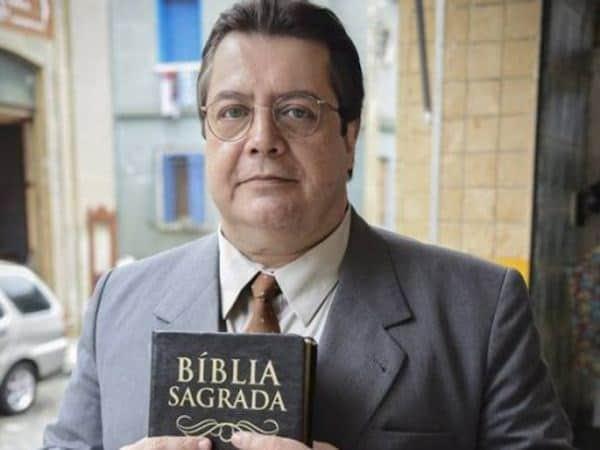 """Gláucio Gomes não sabe como a comunidade evangélica será aceita pelos personagens de """"Amor à Vida"""""""