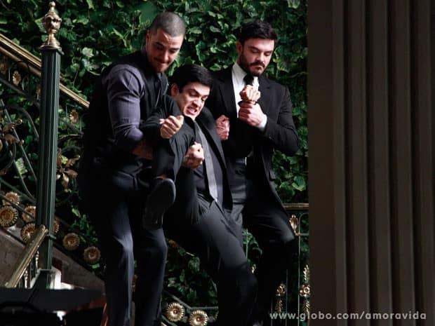 Félix é expulso da mansão por Wagner e Maciel