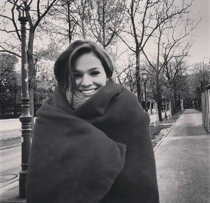"""Bruna Marquezine está gravando """"Em Família"""", na Áustria"""