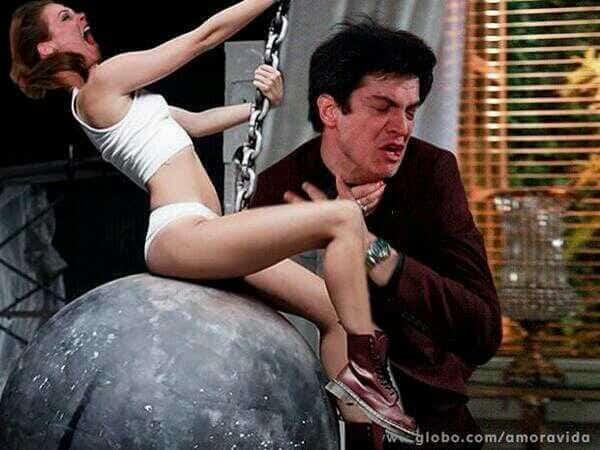 Em uma das versões, Paloma vira Miley Cyrus e ataca Félix