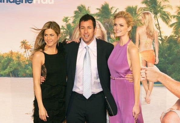"""Adam Sandler com Jennifer Aniston, que também aparece na lista da """"Forbes"""""""