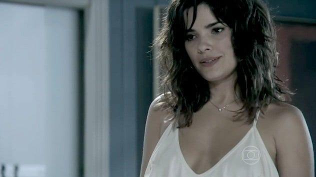 Ao descobrir que Recbeca a está espiando, Aline manda Ninho a enterrar viva
