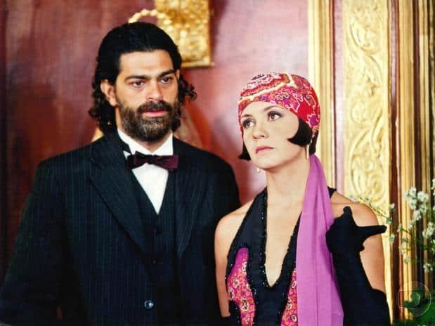 Petruchio (Eduardo Moscovis) e Catarina (Adriana Esteves)