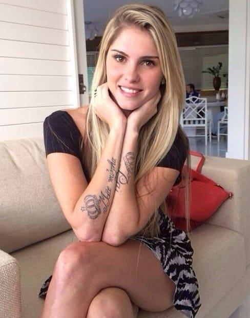 Bárbara Evans exibe suas tatuagens