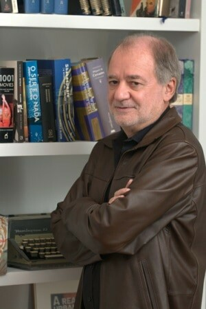 "Marcílio Moraes terminou de escrever ""Plano Alto"""