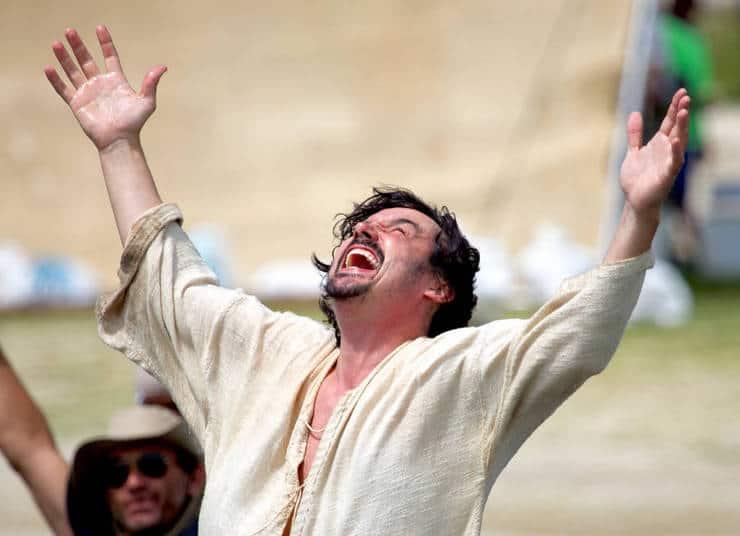"""Caio Junqueira em cena de """"Milagres de Jesus"""""""