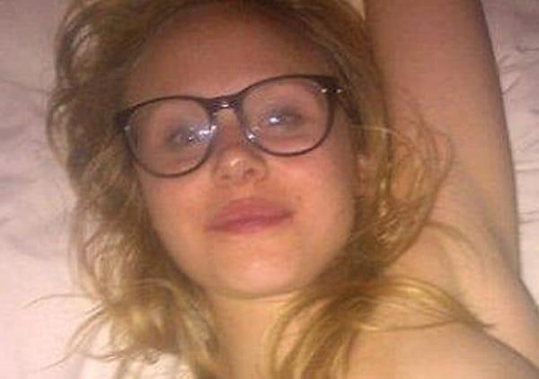 Alison Pill publicou sem querer uma foto em que aparece nua