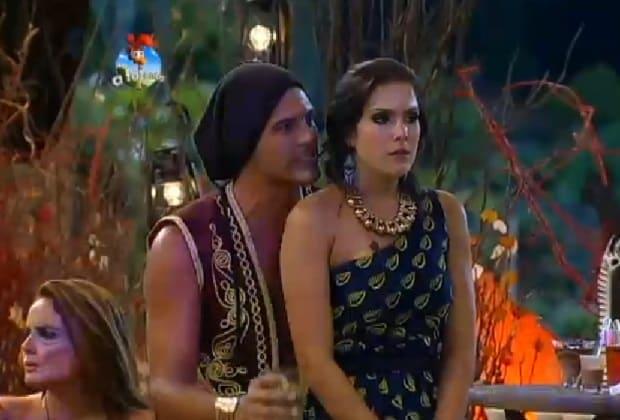 Marlos Cruz tenta acalmar a namorada, Débora Lyra