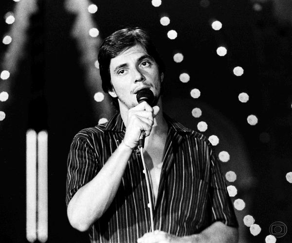 """Fábio Jr. cantando no """"Cometa Loucura"""""""