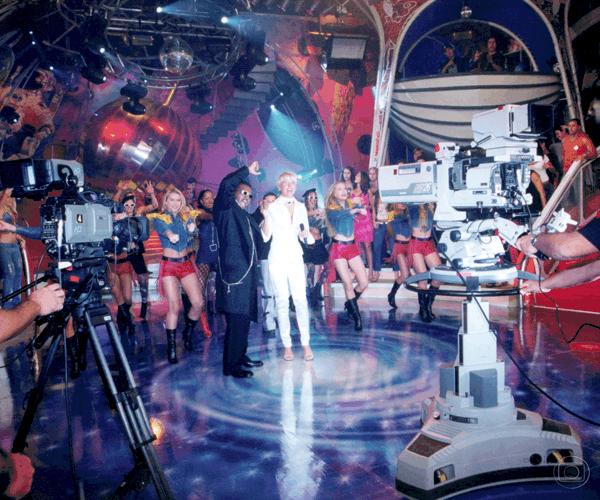 Xuxa foi parar no domingo por conta da Mundial de 98 e ficou até 2002