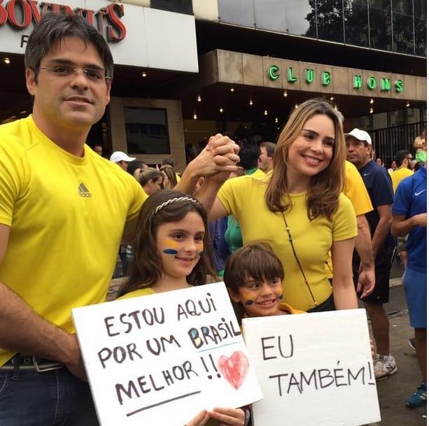 Rachel levou a família para a manifestação