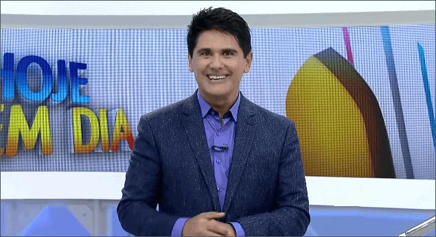 """Contrato de César Filho, apresentador do """"Hoje em Dia"""", se encerra em dezembro."""