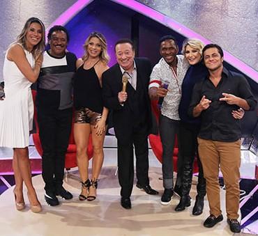 """Raul Gil """"segura o tchan"""" e bate recorde de audiência no SBT"""