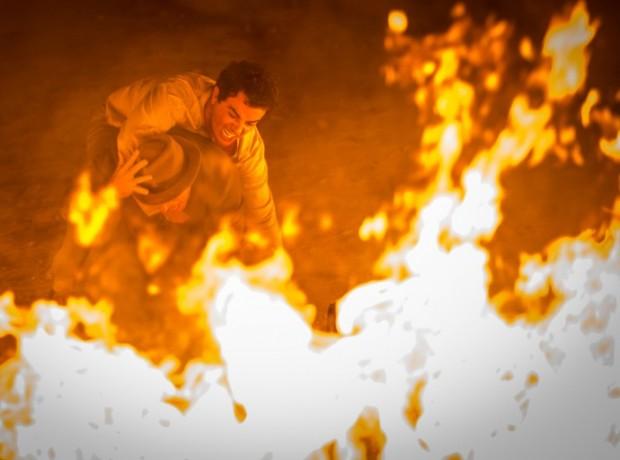 Zé dos Porcos impede que Alcides aumente o fogo na fazenda