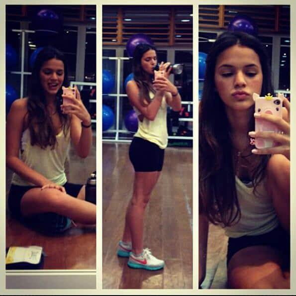 Bruna Marquezine costuma mostrar a sua rotina de exercícios para os fãs