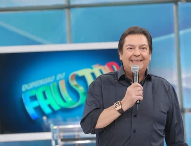 Faustão coloca Luciano Huck e Angélica para darem conselhos amorosos em programa