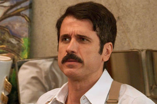 Ernesto engana Candinho e foge com dinheiro de resgate