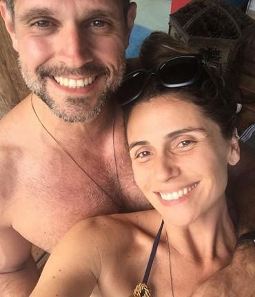 """Giovanna Antonelli conta como é ser dirigida pelo marido em """"Sol Nascente"""": """"Gostinho de férias"""""""
