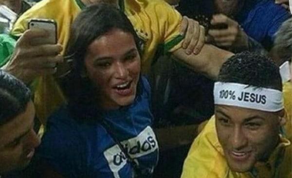 fb2265a59ea Neymar comemora ouro olímpico com Bruna Marquezine e web pede volta do  casal  veja o vídeo