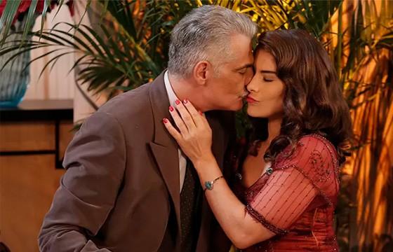 """Em final de """"Eta Mundo Bom!"""", Severo pede Diana em casamento"""