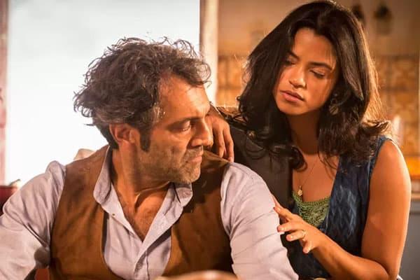 Santo e Luzia brigam por causa de Miguel e Olívia