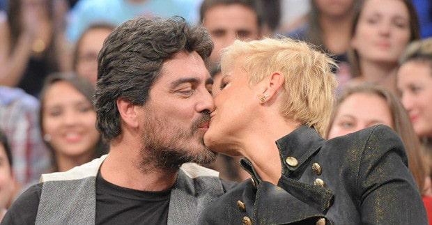 Apaixonado, Junno Andrade clica Xuxa sem maquiagem e faz declaração para ela