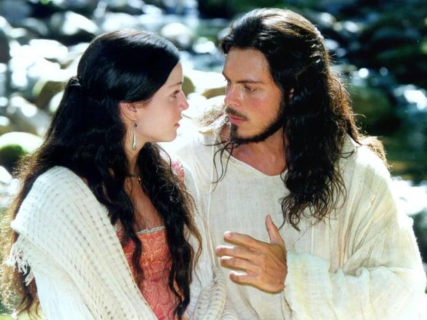 "Cecília (Deborah Secco) e Valentim (Luigi Baricelli), protagonistas de ""A Padroeira""."