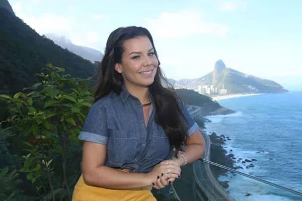 Fernanda Souza busca nova mansão para gravações de programa do Multishow