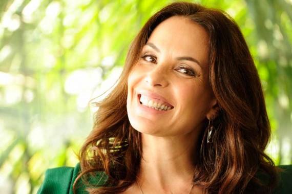 Após ser dispensada pela Globo, Carolina Ferraz é reservada para novela das seis