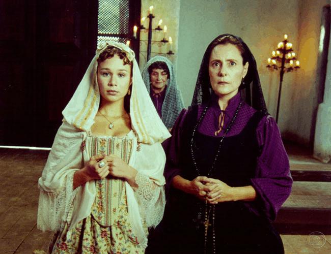 Imaculada, personagem de Elizabeth Savala, teve seu perfil alterado no decorrer da trama.