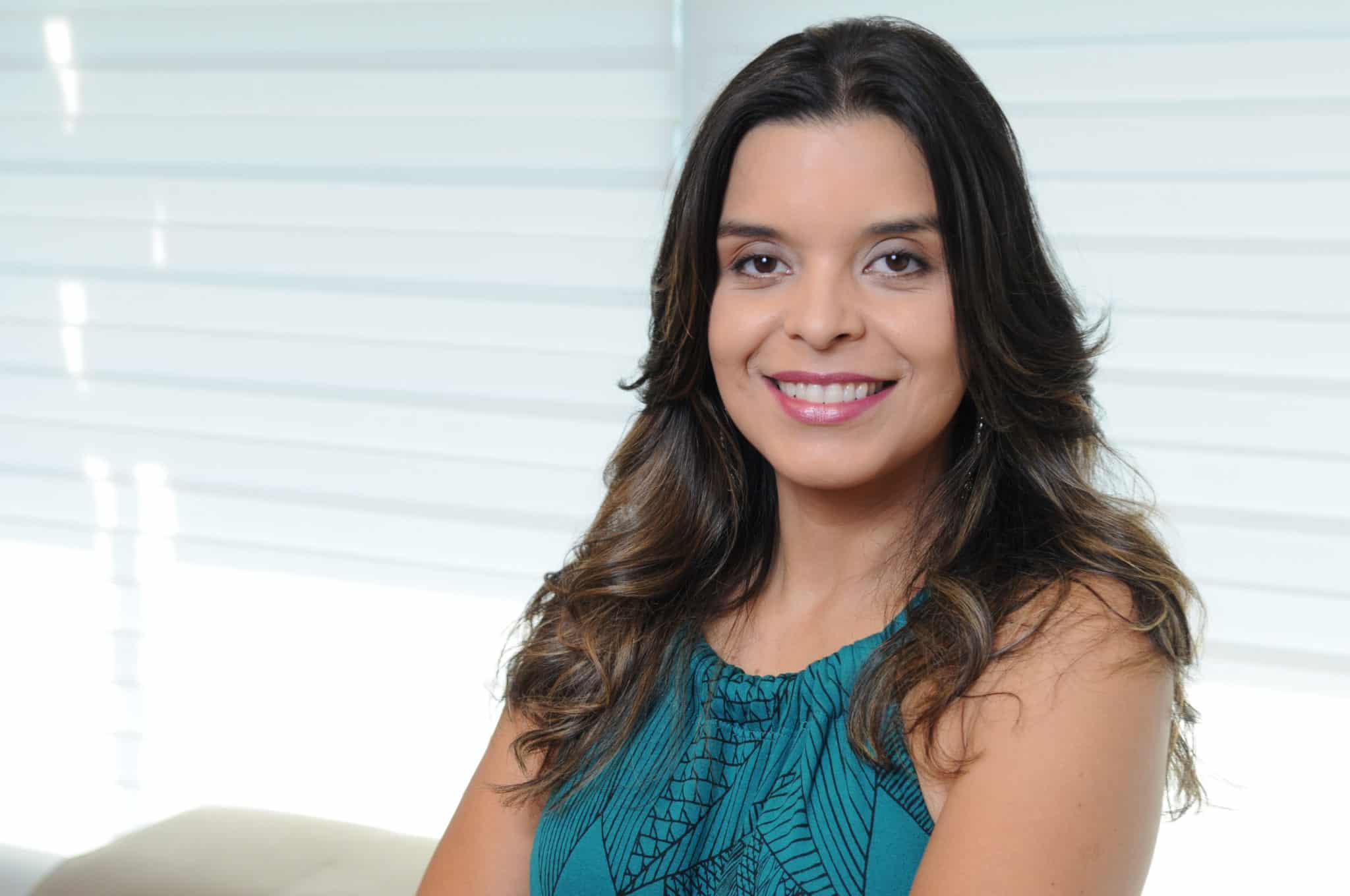 """Vivian de Oliveira, autora de """"O Apocalipse""""; novela seguinte """"recriará o mundo""""."""