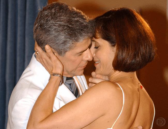 """José Mayer e Christiane Torloni, como César e Helena, em """"Mulheres Apaixonadas"""" (2003)."""