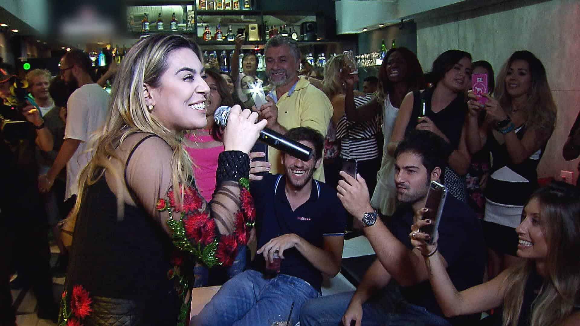 """Naiara Azevedo lança música na estreia da temporada 2017 do """"Gugu""""."""