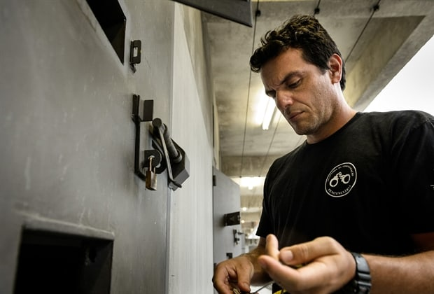 """Rodrigo Lombardi, no ar em """"A Força do Querer"""", protagoniza a série """"Carcereiros""""."""
