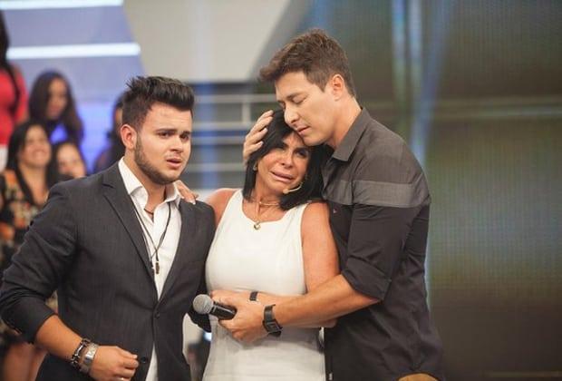 """No domingo da Record, Mário Gomes critica a Globo no """"Domingo Show"""" e Gretchen chora no """"Hora do Faro"""""""